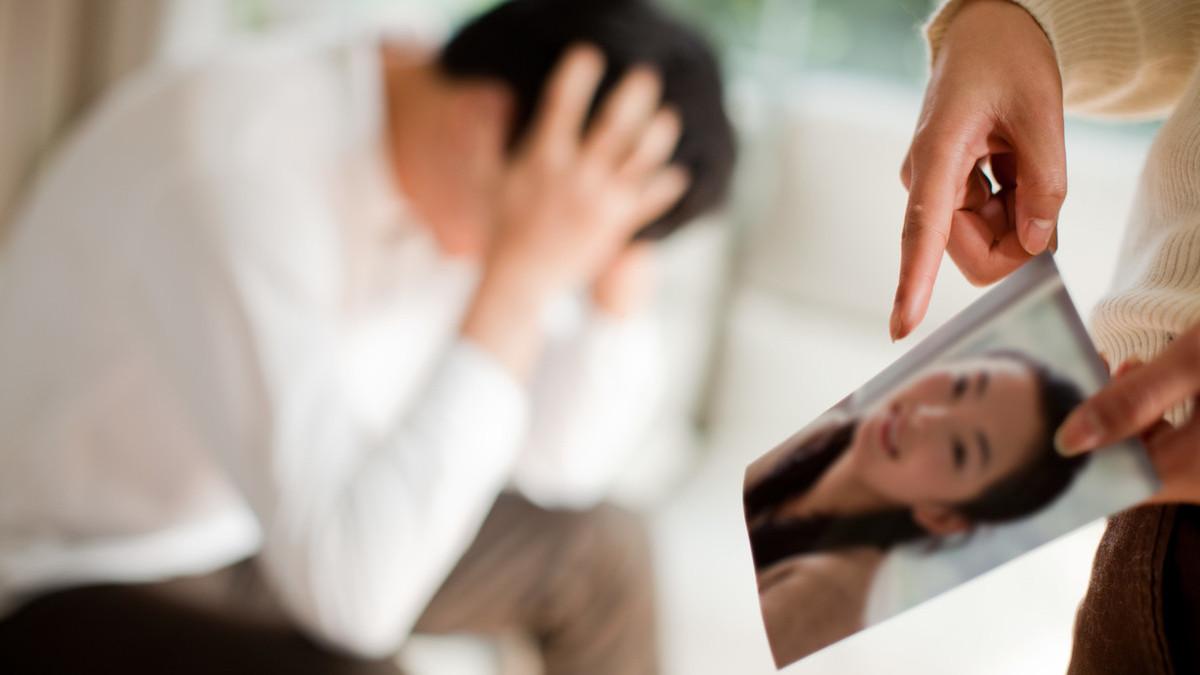 丈夫出轨离婚_妻子出轨丈夫不离婚_丈夫出轨离婚