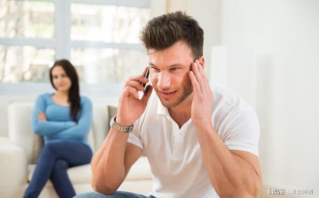 老婆出轨老公怎么办_女人出轨后老公不理她为了小孩不离婚但是还有话聊_出轨的老公
