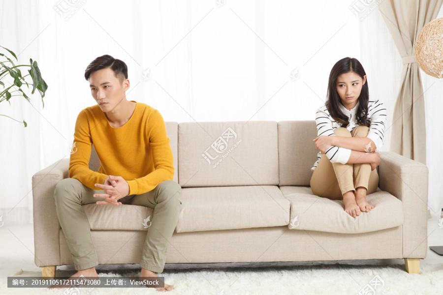 让老公出轨_女人出轨不离婚主动配合老公做爱_出轨的女人让男人