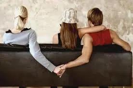 女人出轨后和情夫结婚_老婆出轨后还会出轨吗_结婚后出轨